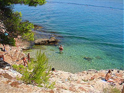 Jelsa croazia hvar guide turistiche per le vacanze in for Appartamenti isola hvar