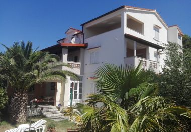 Appartamenti Lidija - family friendly & close to the sea: A1(4+1), B2(2+2), C3(2) Banjol - Isola di Rab