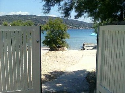 Casa vacanza Ivica1- great location next to the sea H(4+1) Sevid - Riviera Trogir  - Croazia