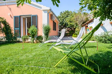 Casa vacanza Mirjana - beautiful garden with barbecue: H(4+1) Trogir - Riviera Trogir  - Croazia